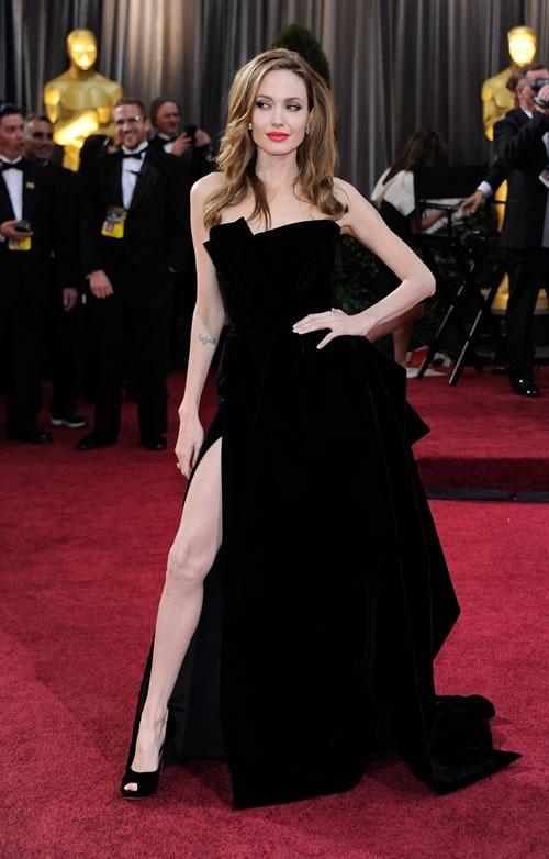 Angelina-Jolie-vestido-alfombra-roja-Oscar-2012