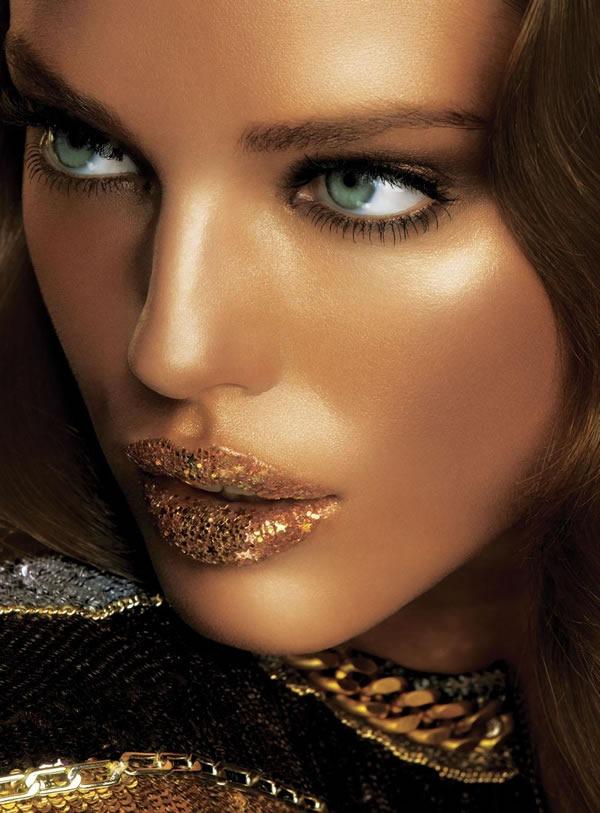 Calendario-Maybelline-2012-Emily-DiDonato-1