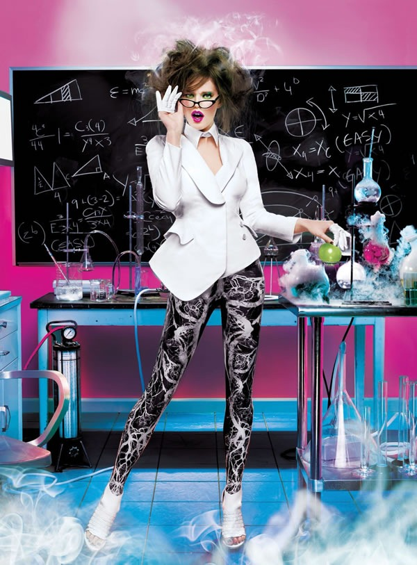 Calendario-Maybelline-2012-Emily-DiDonato-3