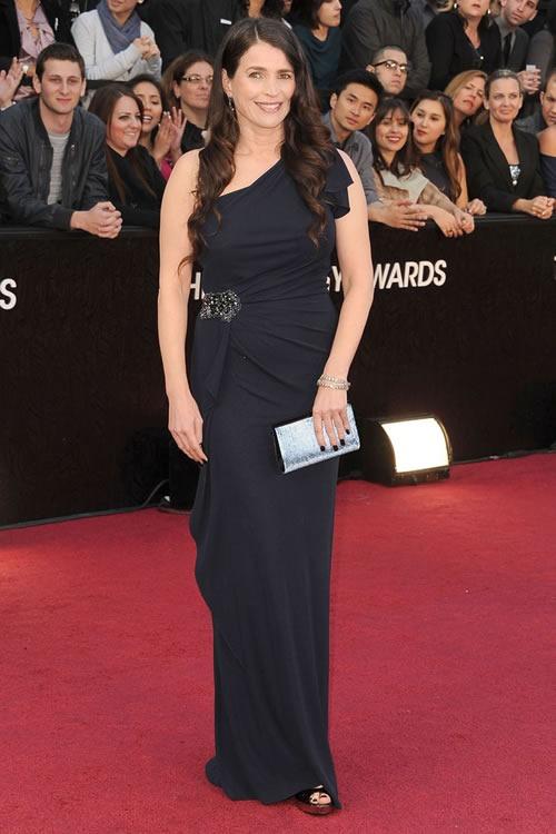 Julia-Ormond-vestido-alfombra-roja-Oscar-2012