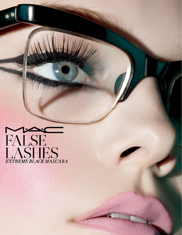 MAC-False-Lashes-Extreme-Black-Mascara-2