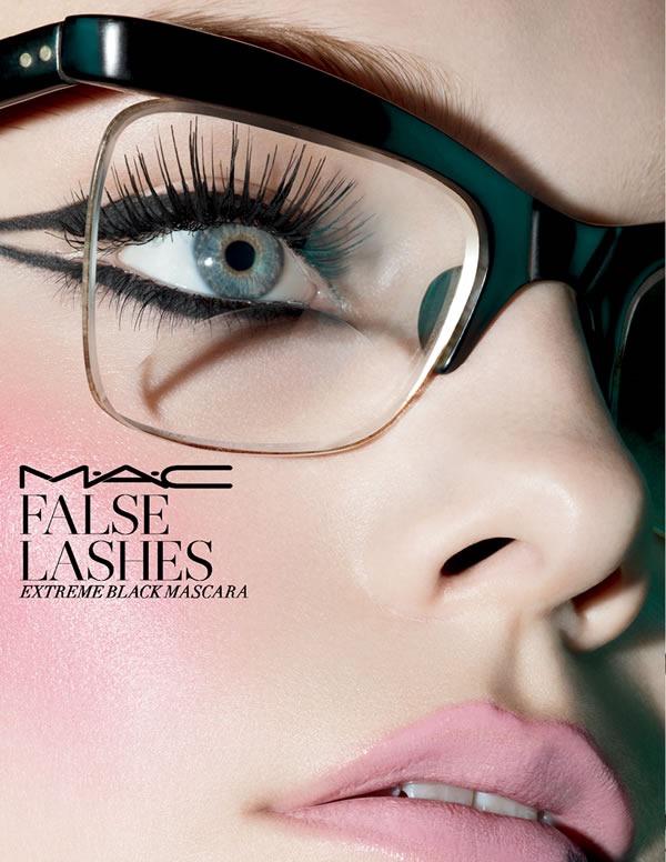 MAC-False-Lashes-Extreme-Black-Mascara-2