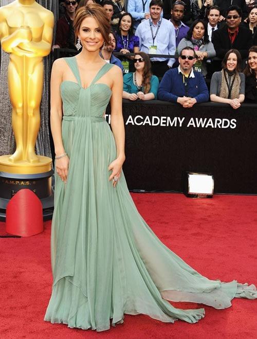 Maria-Menounos-vestido-alfombra-roja-Oscar-2012