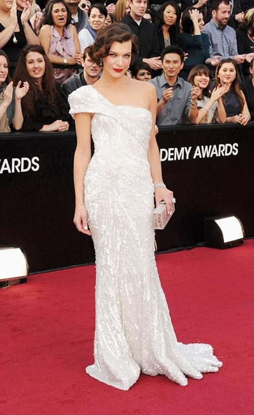 Milla-Jovovich-vestido-alfombra-roja-Oscar-2012