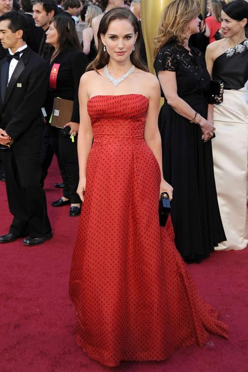 Natalie-Portman-vestido-alfombra-roja-Oscar-2012