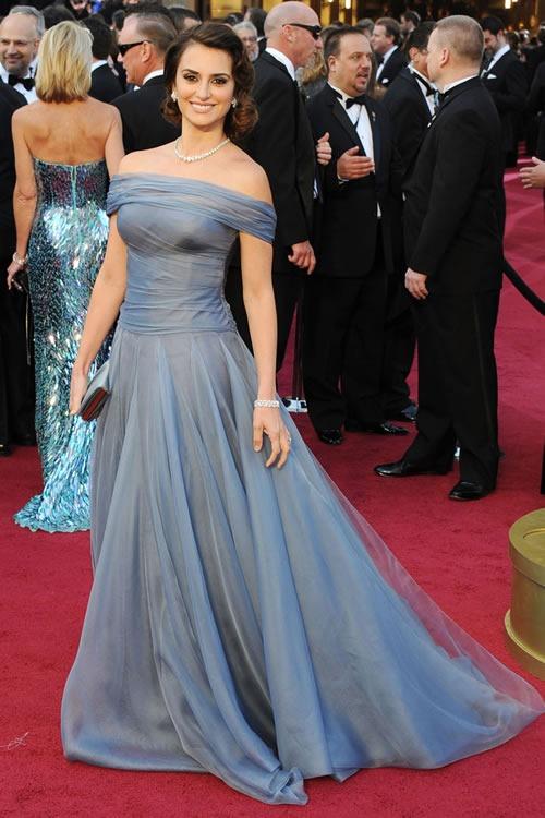 Penelope-Cruz-vestido-alfombra-roja-Oscar-2012