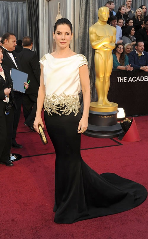 Sandra-Bullock-vestido-alfombra-roja-Oscar-2012
