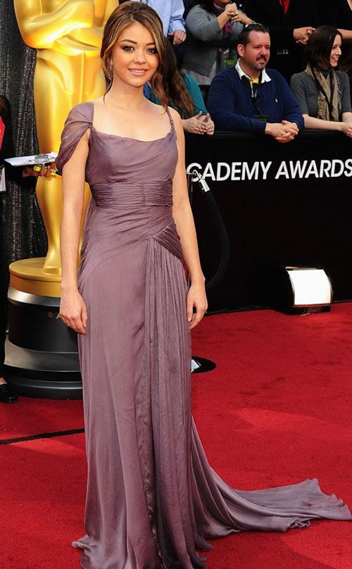 Sarah-Hyland-vestido-alfombra-roja-Oscar-2012