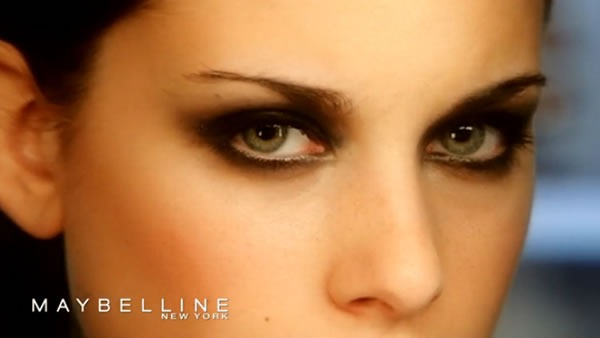 Videotutorial-Smoky-Eye-Maybelline