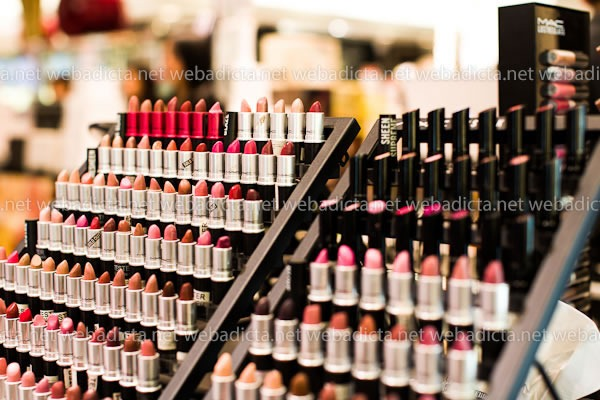 mac-cosmetics-lipstick