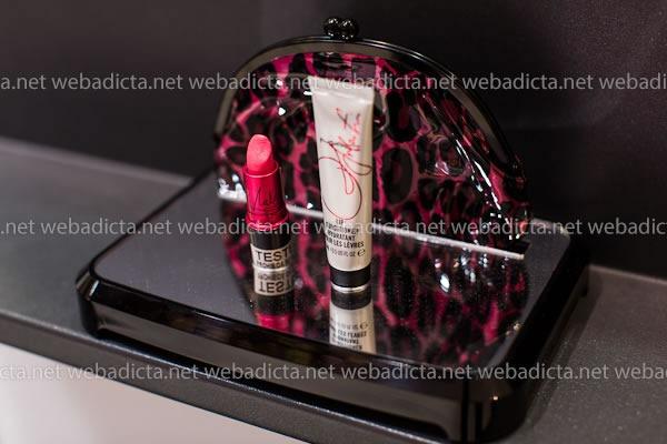 mac-cosmetics-glamour-daze-Glam-it-Up-Viva-Glam-Holiday-Kit