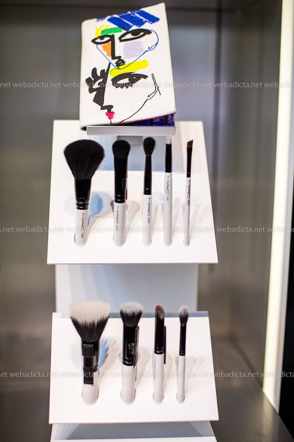 Kits de Brochas MAC Illustrated by Julie Verhoeven