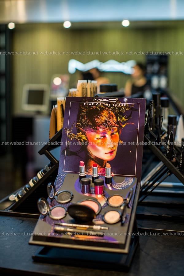 Lanzamiento Year of the Snake MAC Cosmetics Exhibidor